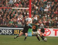 Joel Stransky drops the goal that wins the 1995 Rugby World Cup