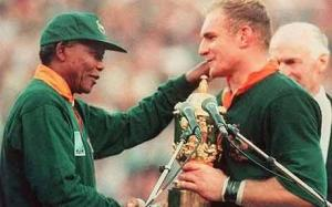 The real Mandela congratulates the real Pienaar