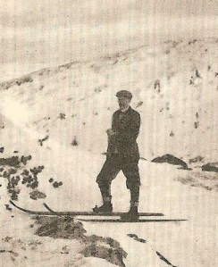 Arthur Edmund Spender on his skis in Noray. This picutre probably taken by his travelling companion Francis Bennet