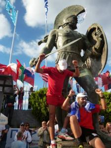 The Spartans arrive to pay tribute to Leonidas (Photo: Spartathlon)